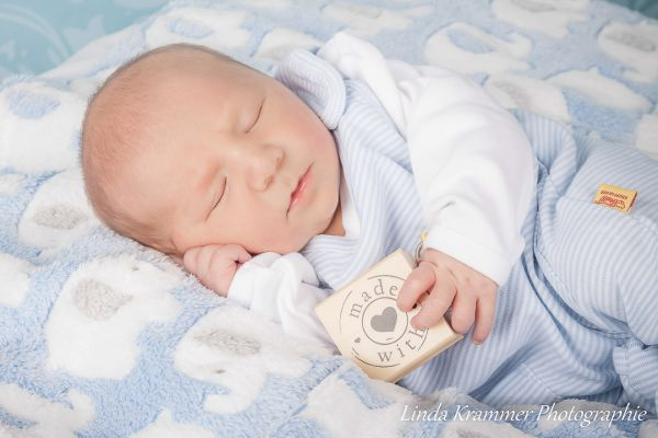 baby-00663025DCE-2EB0-7CED-5903-049389598128.jpg