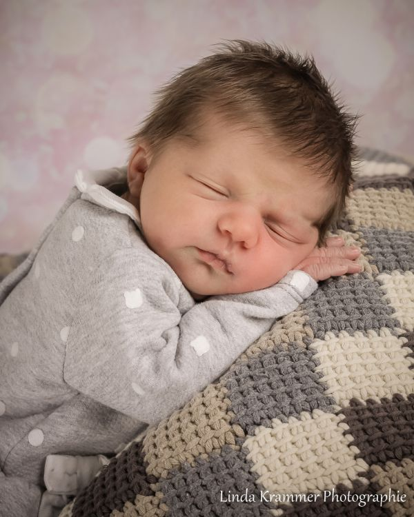 babyfoto-035ED6F2ACA-1B62-9371-626C-44D98B68541A.jpg