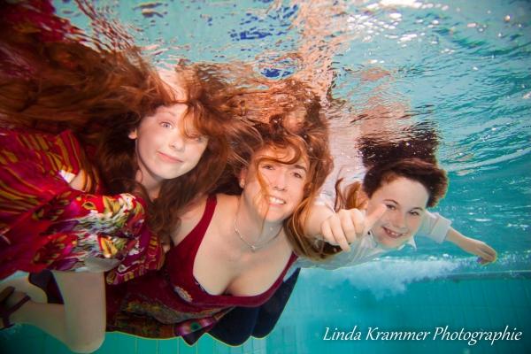 familienportrait-unterwasser-02ABEB0214-6385-1210-78F8-7485DB750442.jpg