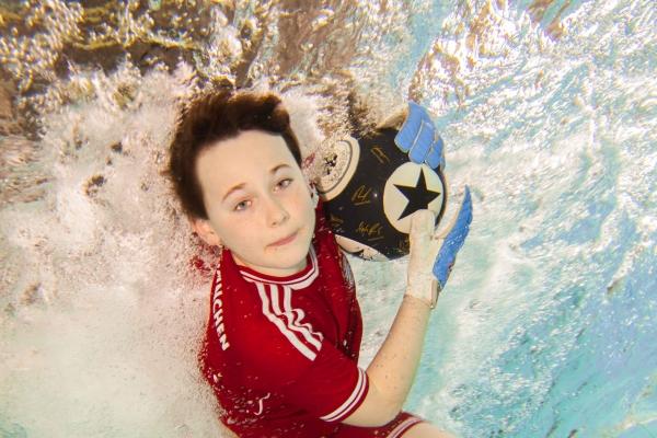 fussball-unterwasser-025530E1DF-42FF-C4CC-FD29-B9D7DE6CE1CB.jpg