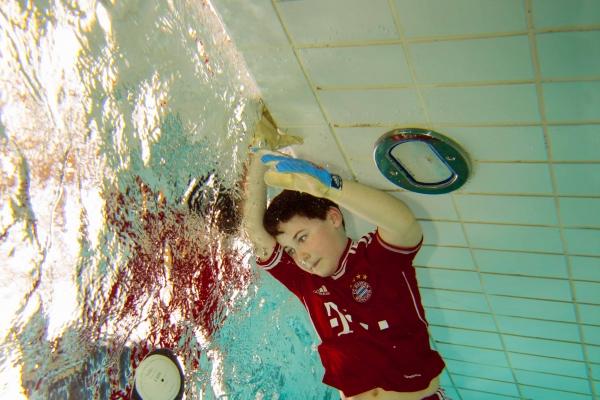 fussball-unterwasser-040497B6BA-EAA2-E979-57A1-0F270293D9E8.jpg