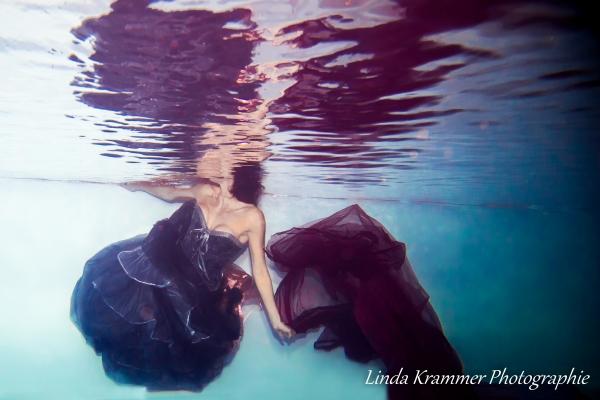 unterwasserfotografie-im-kleid-531CDDDC4-13C8-FD89-85D0-60A9F5E012CF.jpg