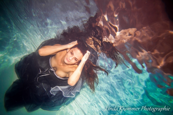 unterwasserfotografie-im-kleid-7-00430DC6FC8-8B4A-B26C-704B-578100EACEFB.jpg