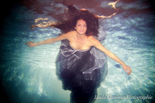 unterwasserfotografie-im-kleid-9-004EA63B17E-7EEC-902B-EDC4-AFDFE5130594.jpg